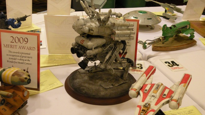 nice robot model, with an exceptional paint job!!!