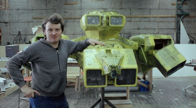 here he is Martin and the yellow version of the Nostromo.