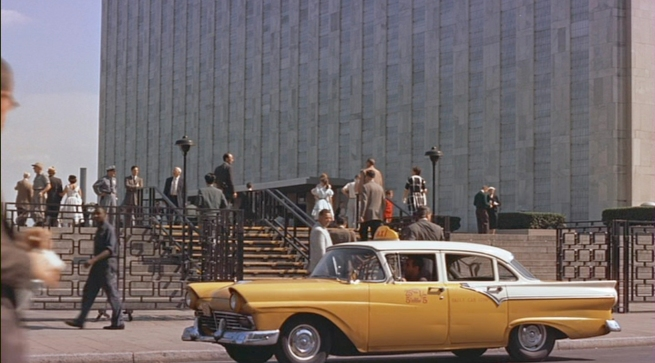 completly forbidden to shoot a movie at the United nations building, Hitchcock hid in a van across the street to get this shot of Cary Grant getting out of a cab in front of the building